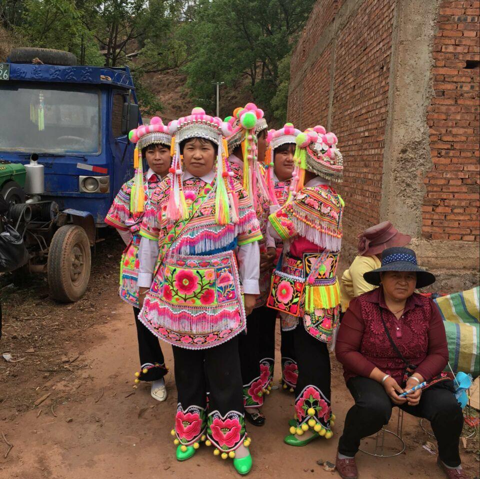 猫街烂泥箐妇女服饰